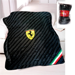 Deka Scuderia Ferrari v čiernej farbe.