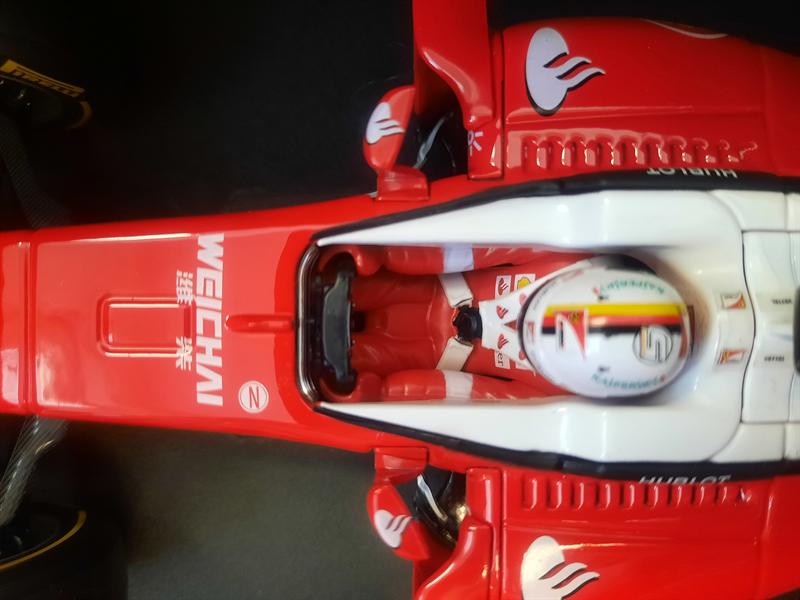 Bburago Model Sebastian Vettel 2016