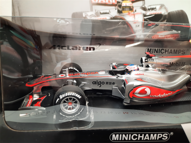 Model Vodafone McLaren Mercedes MP4-25