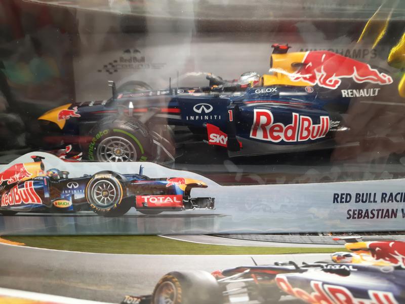 MINICHAMPS MODEL Red Bull Racing Renault RB8 Sebastian Vettel